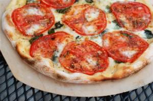 Pica sa mlevenim mesom i paradajzom